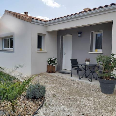 Salignac-sur-Charente的民宿