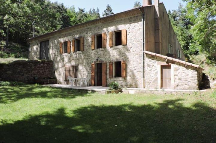 Saint-Alban-en-Montagne的民宿
