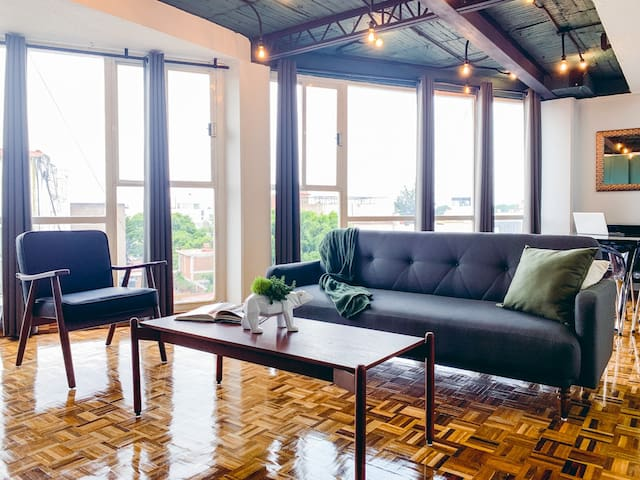 BEAR 77. Comfortable, Private, and Renovated Flat