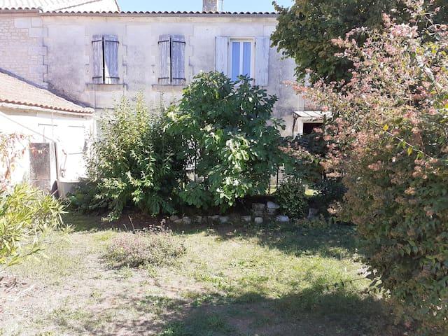Châteauneuf-sur-Charente的民宿
