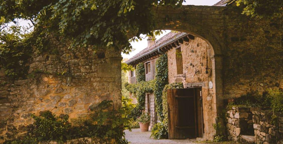 Saint-Pompont的民宿