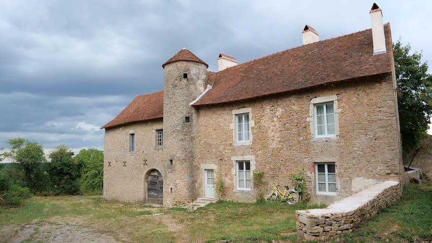 Frasne-les-Meulières的民宿