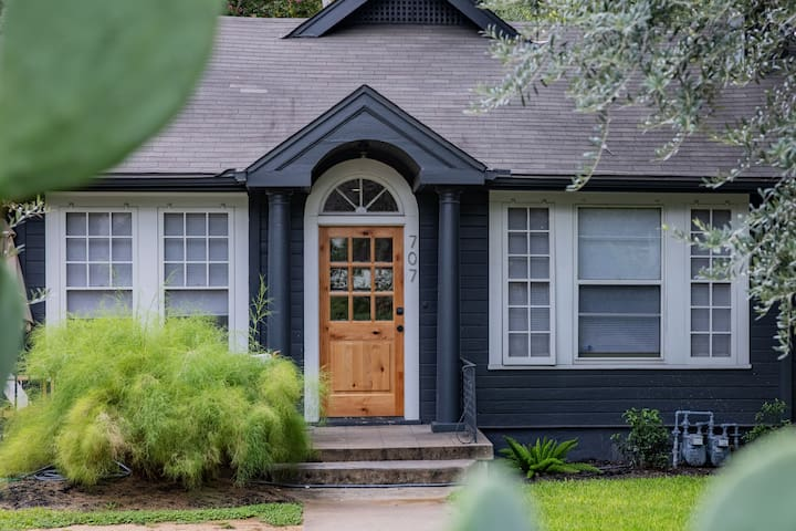 Luxury 3/2 Home Only Blocks From UT Campus