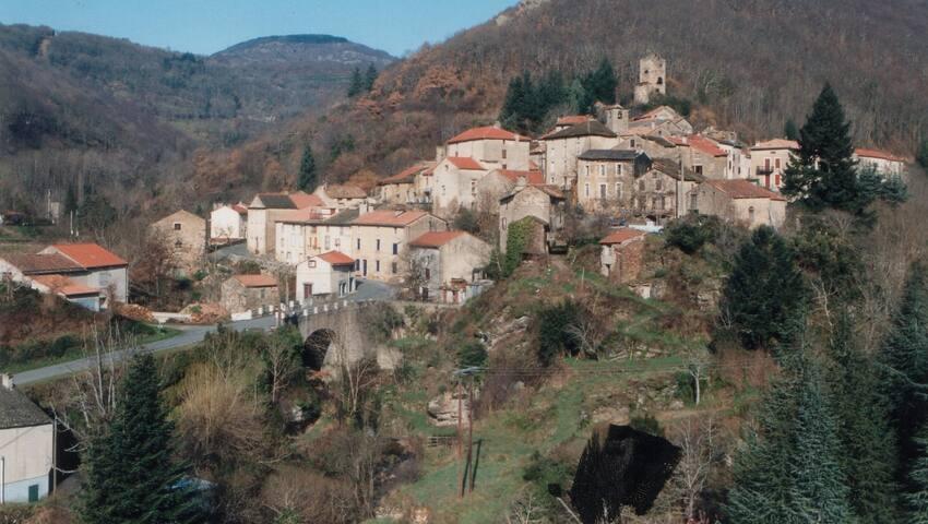 Ferrals-les-Montagnes的民宿