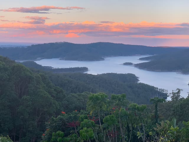 Quiet Getaway, Amazing Hinze Dam Views!