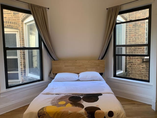 #6 Comfy&Convenient room&Shared bath in Uptown,