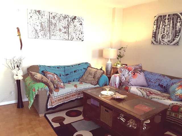 Centrally-Located Cozy Room by Carlingwood Mall