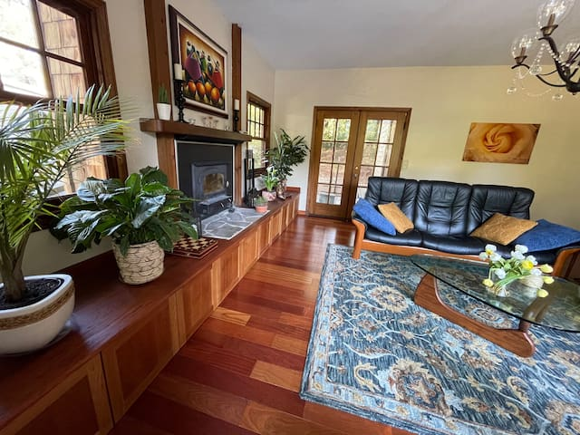 In the heart of the Redwoods/10 min from the beach