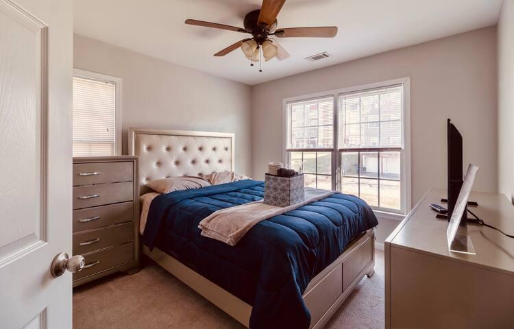 Private Bedroom in Downtown Atlanta near Marta- 4