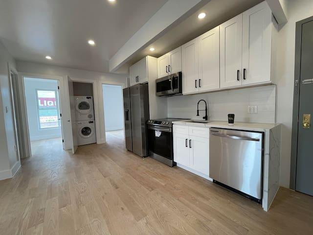 PRIVATE BEDROOM in BRAND NEW Williamsburg Apt!