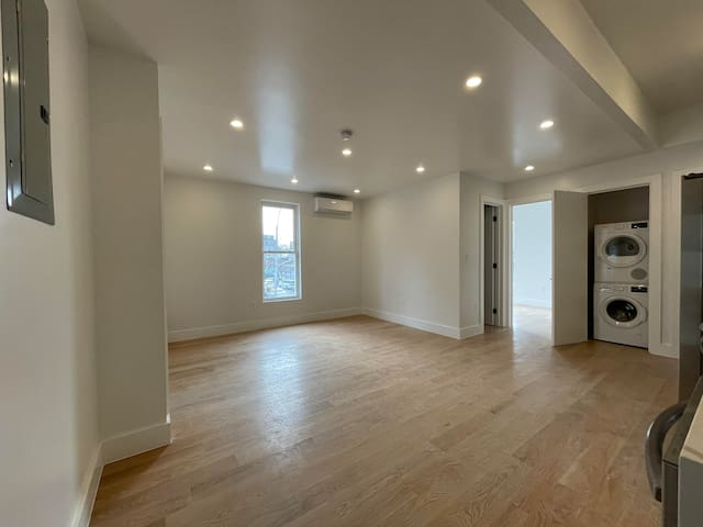 BEDROOM WITH PRIVATE BATH IN WILLIAMSBURG BROOKLYN