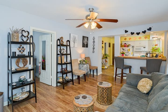 Cute as a Button Bungalow! Great Access Downtown