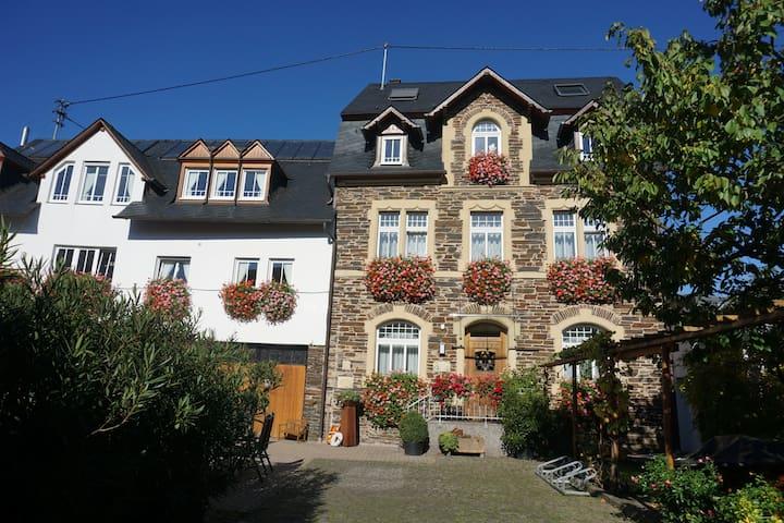 Lösnich的民宿