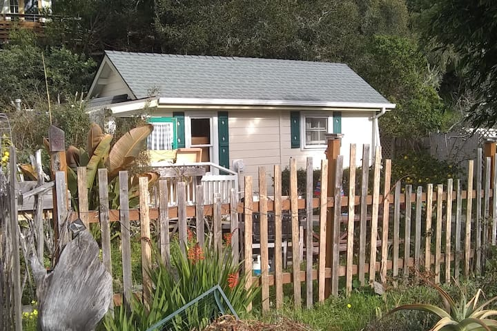 Cute Cambria Garden Tiny House