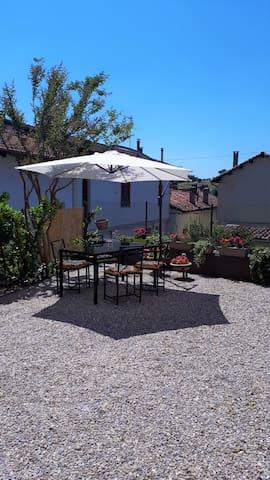 Castelnuovo Belbo的民宿