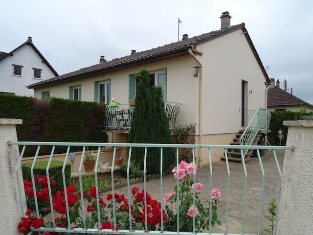 Saint-Georges-sur-Eure的民宿