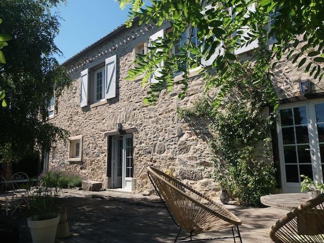 Brousses-et-Villaret的民宿