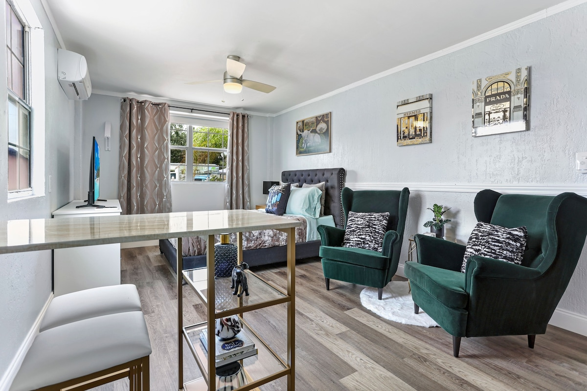 Stylish suite by downtown Orlando