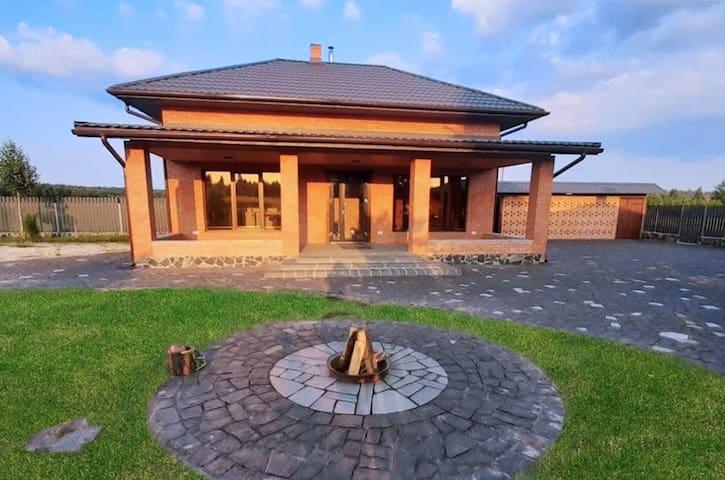Dovhovolya的民宿