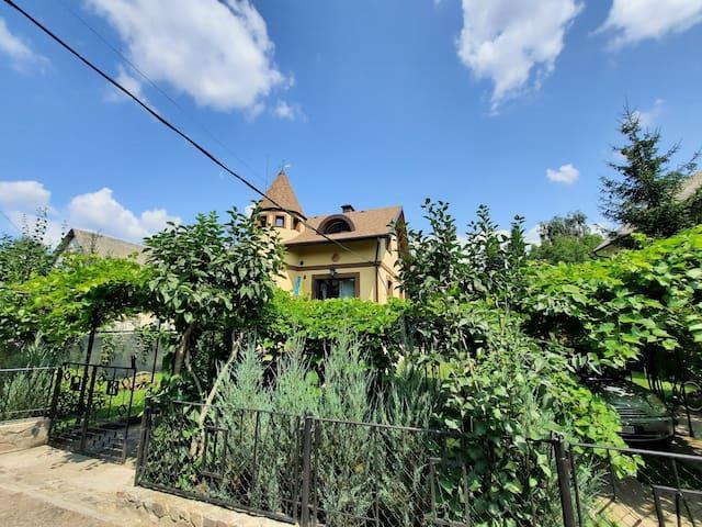 Markhalivka的民宿