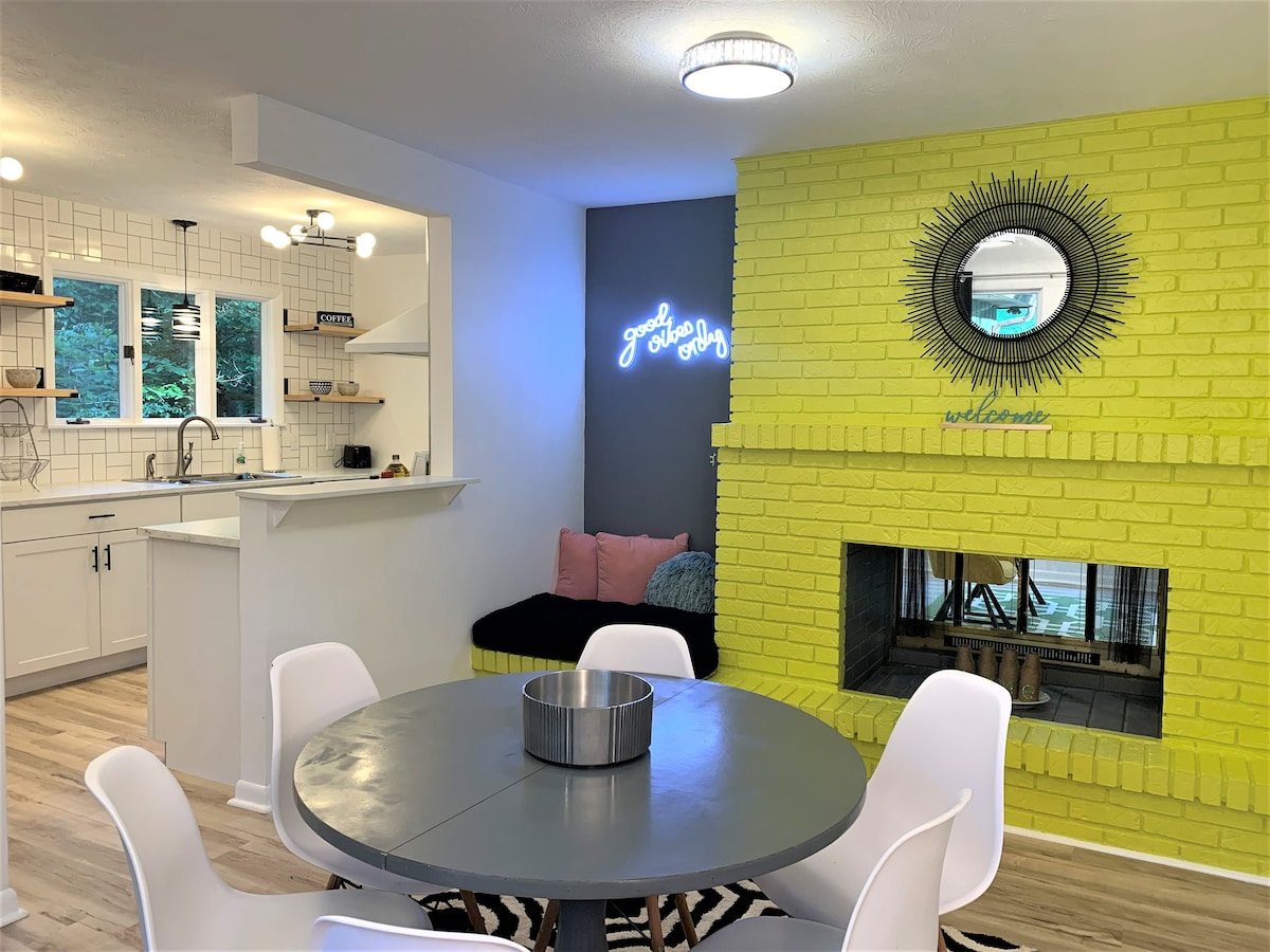 Eclectic Nest -by Interstate, Downtown & City Lake