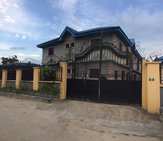 Ovwian的民宿
