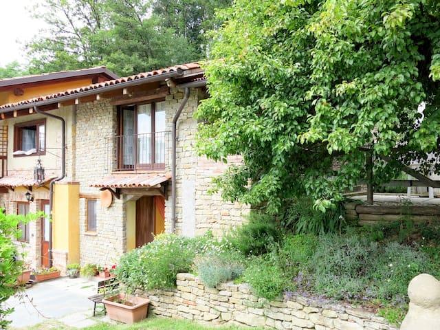 Serravalle Langhe的民宿