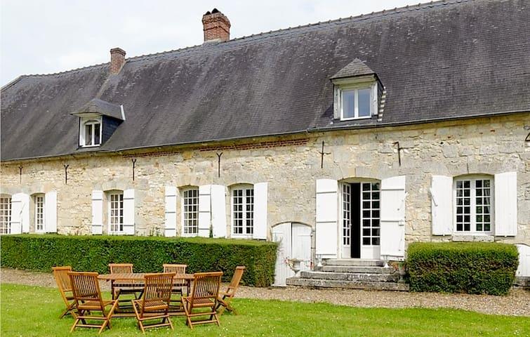 Montreuil-sur-Brêche的民宿