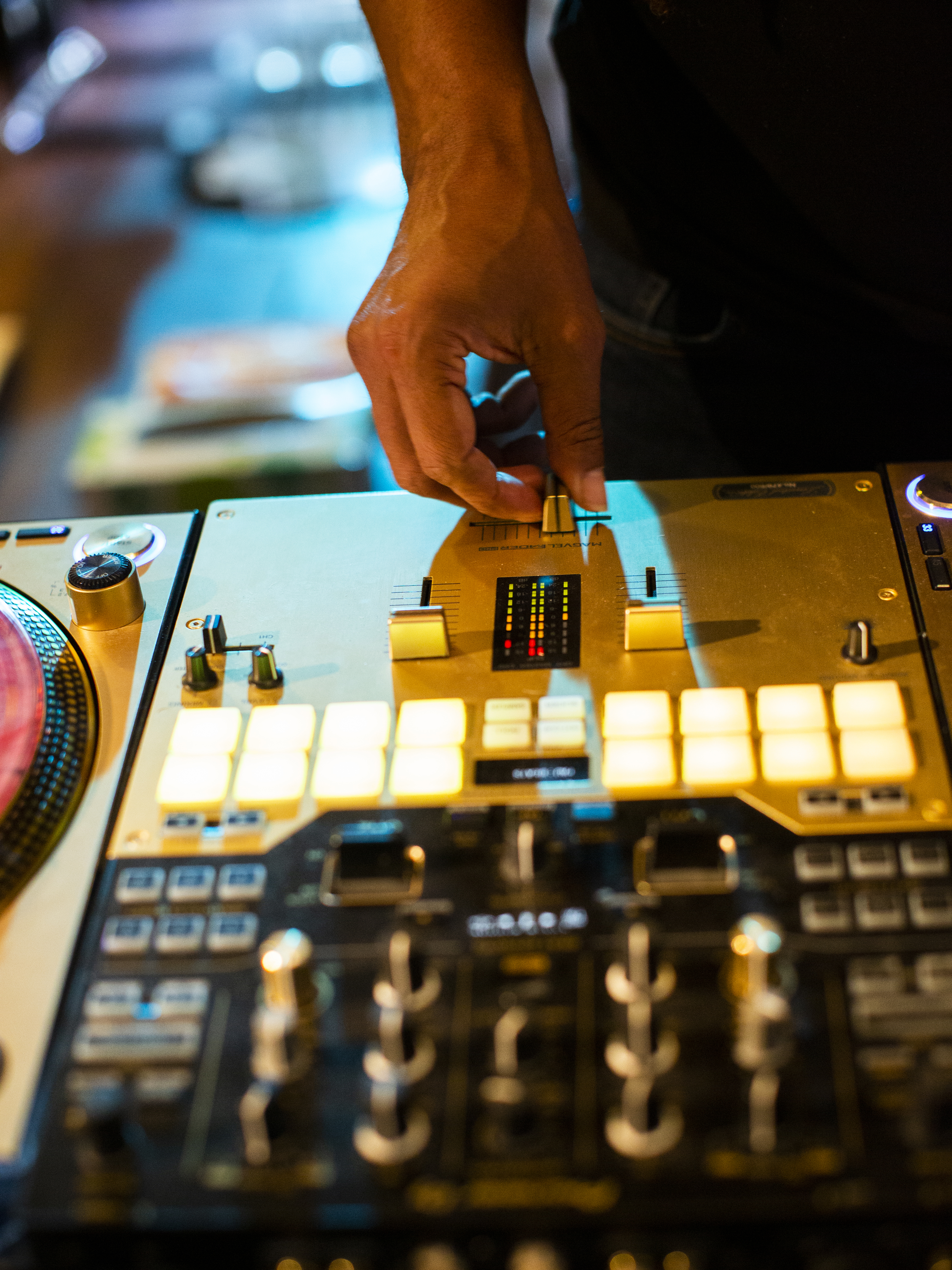 Learn the basics of the mixer and fader