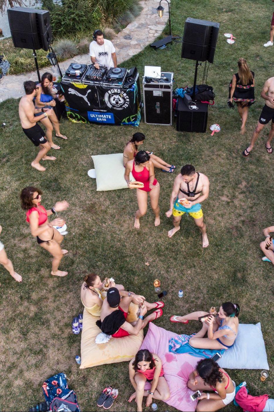 Rundamental pool party