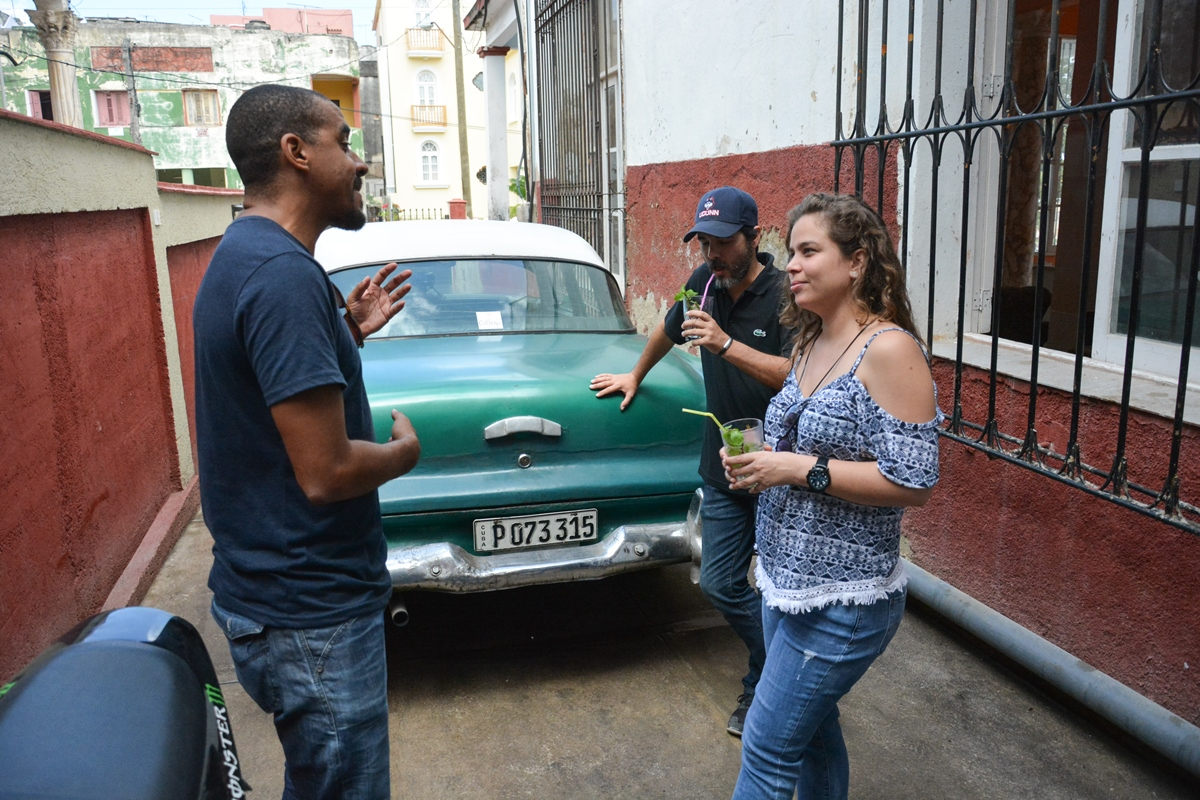 How does Paladars get supplies in Cuba?