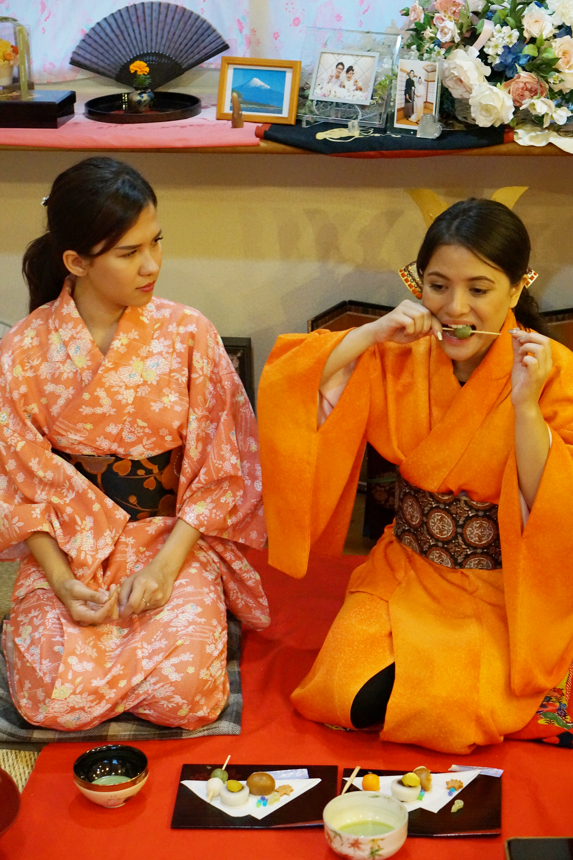 Tea break. Enjoy Japanese sweets.