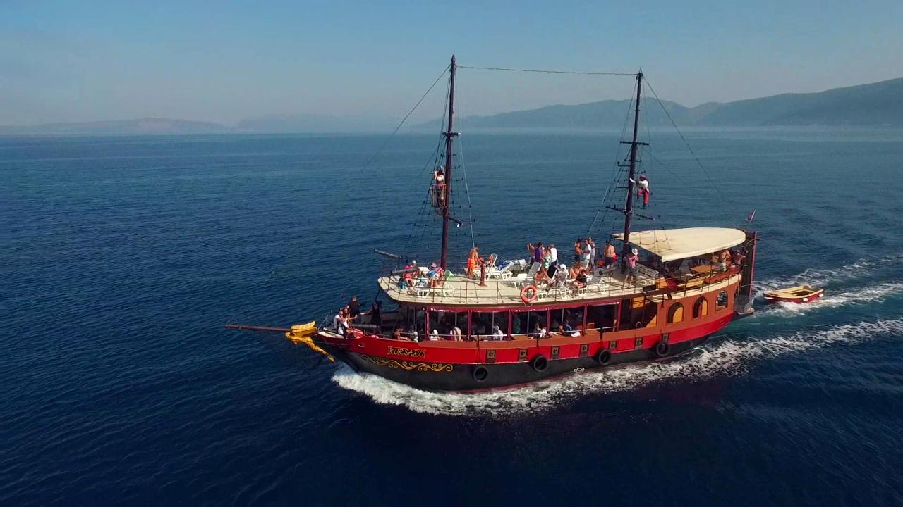 Pirate & Glass boat-KORSARO-Fish Picknik