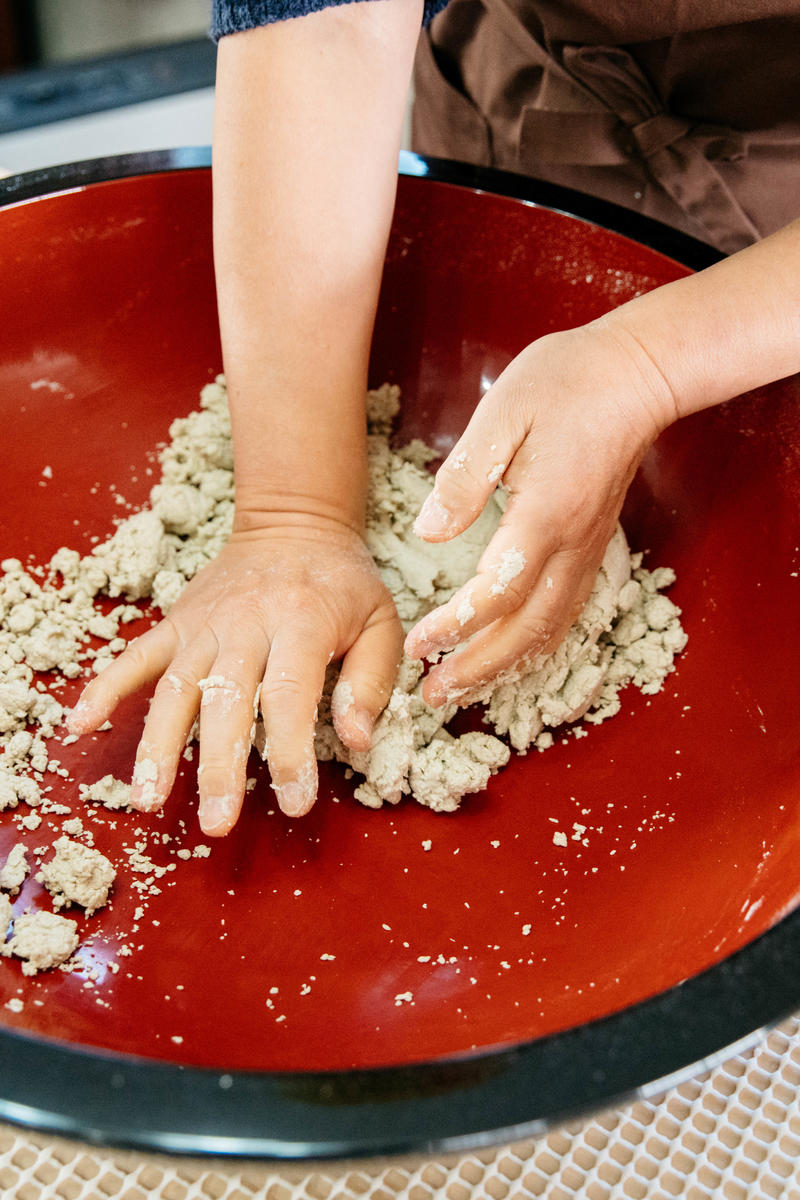 Kneading the soba dough