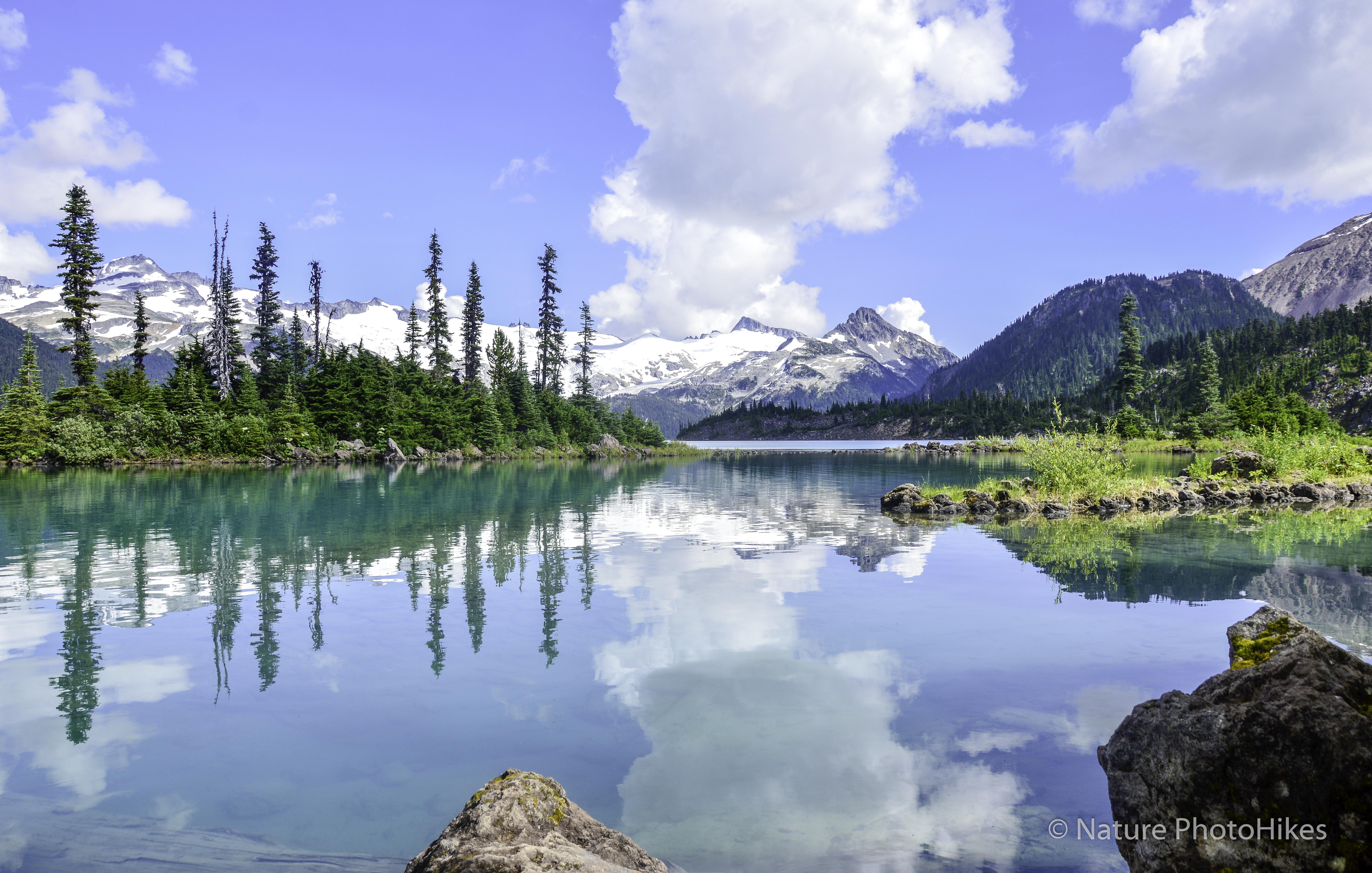 Stunning views of turquois lake