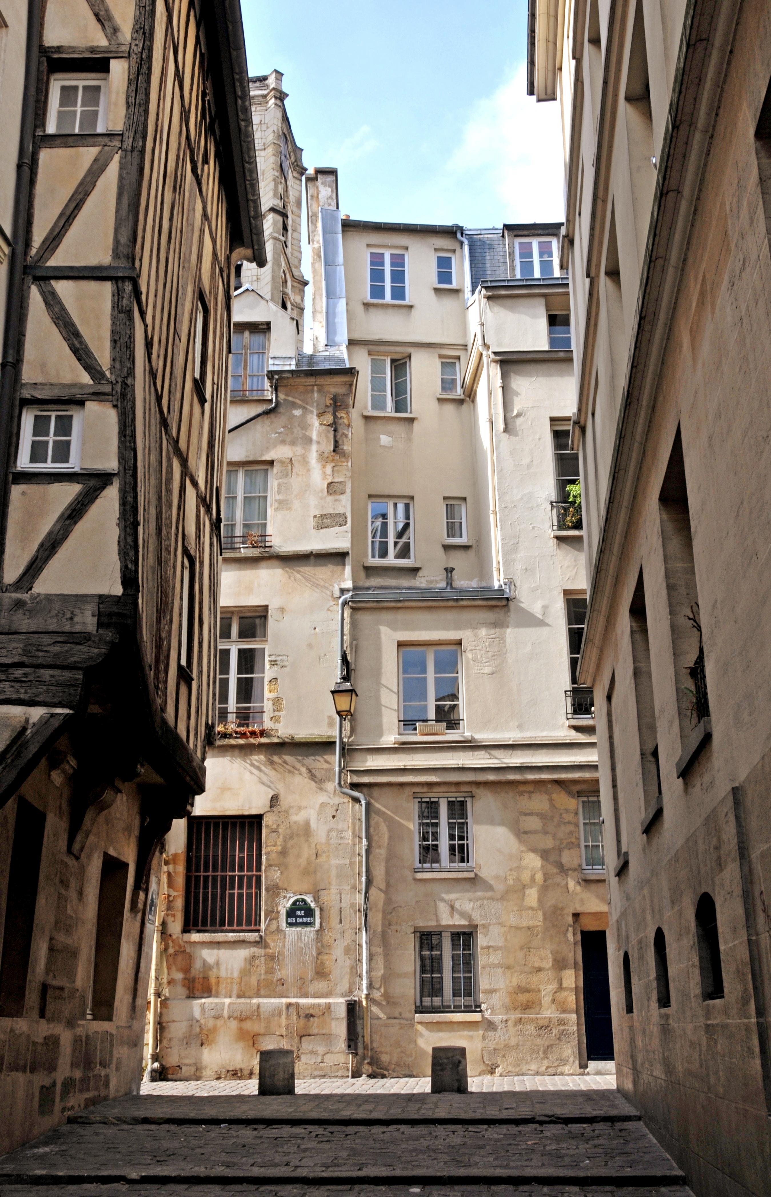scandalous + historic...ahh, Paris
