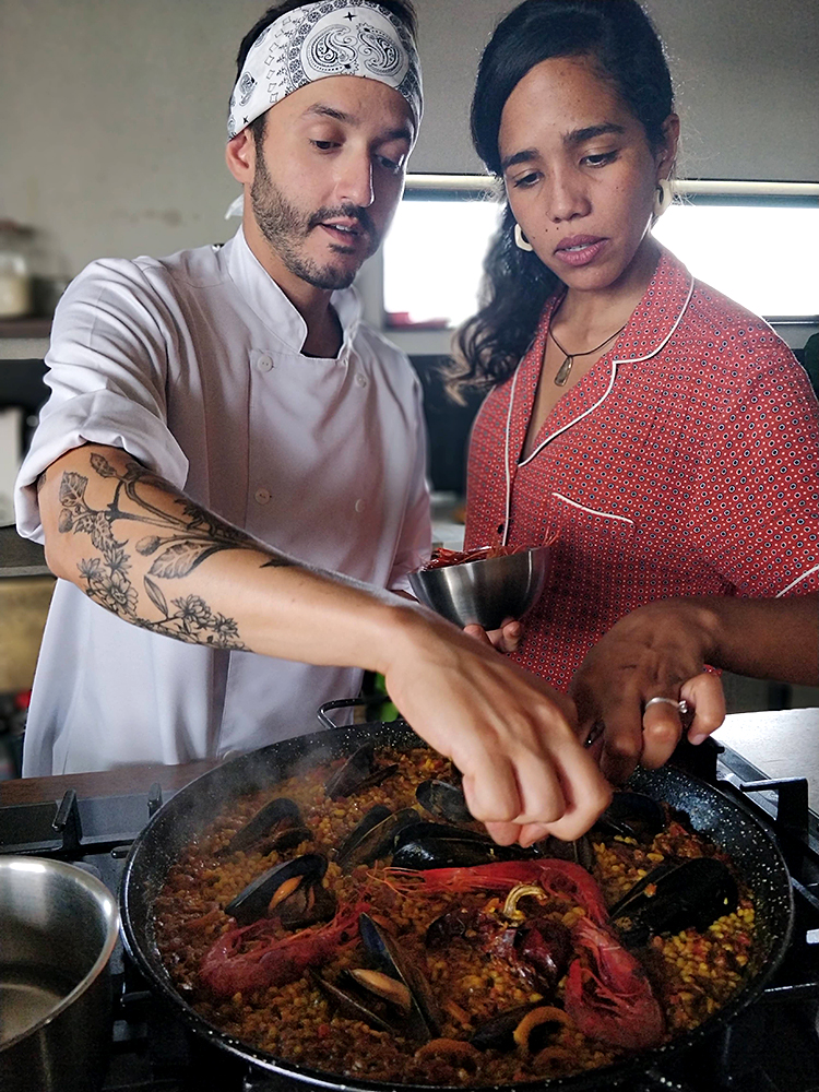 Help the Chef to cook the Paella