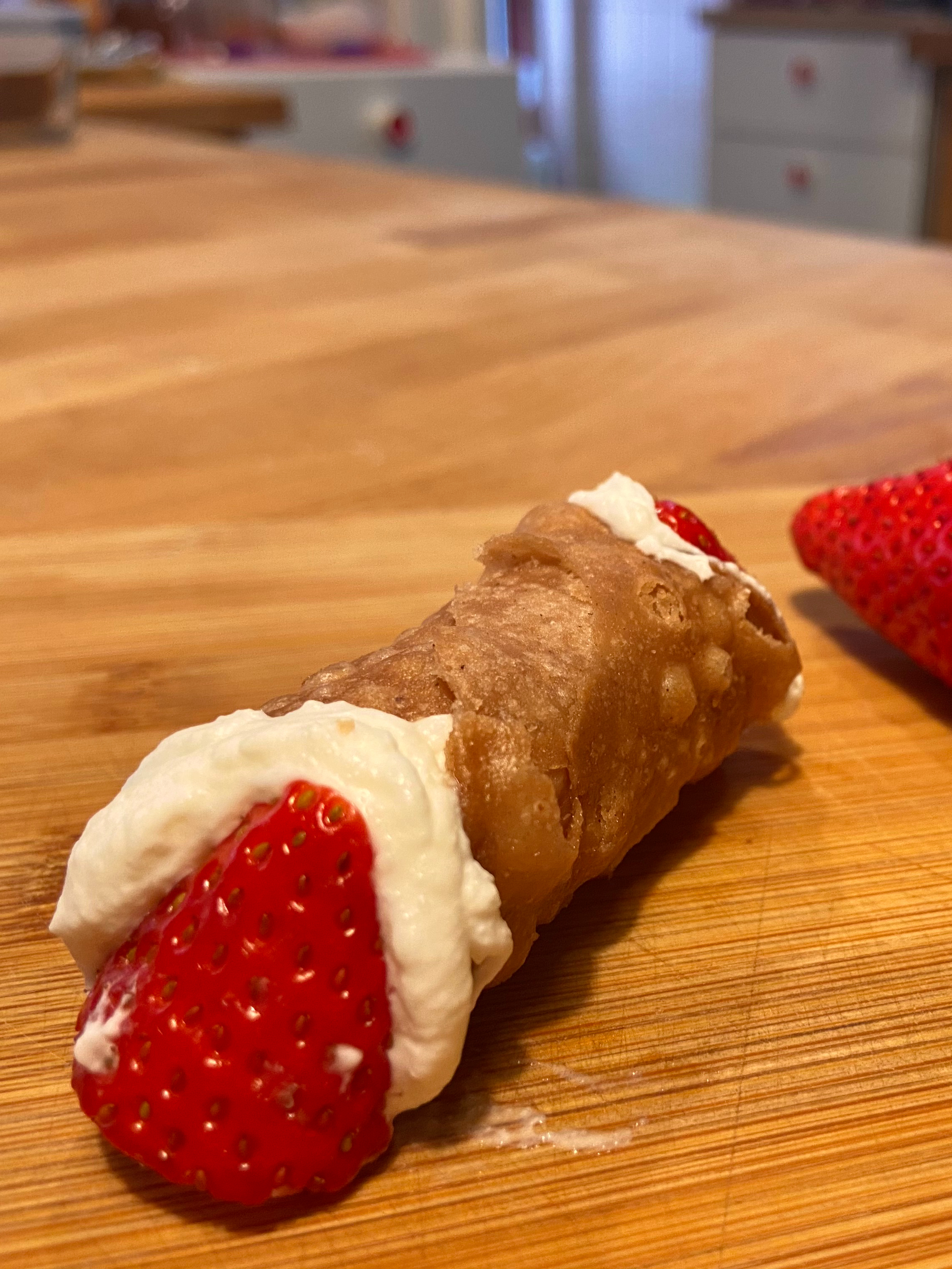 I♥︎ Summer Cannolo  with strawberry