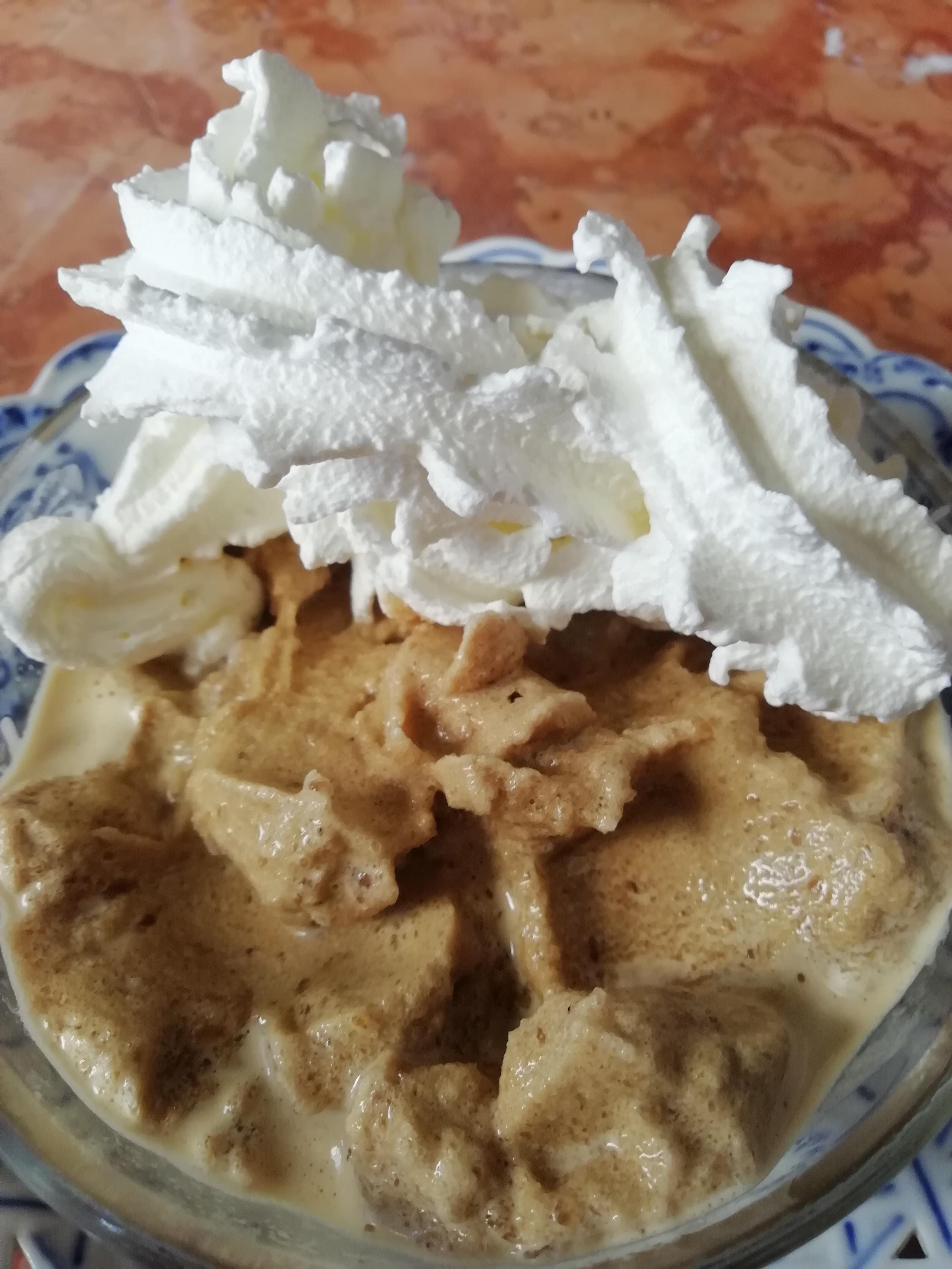 Cappuccino gelato with cream