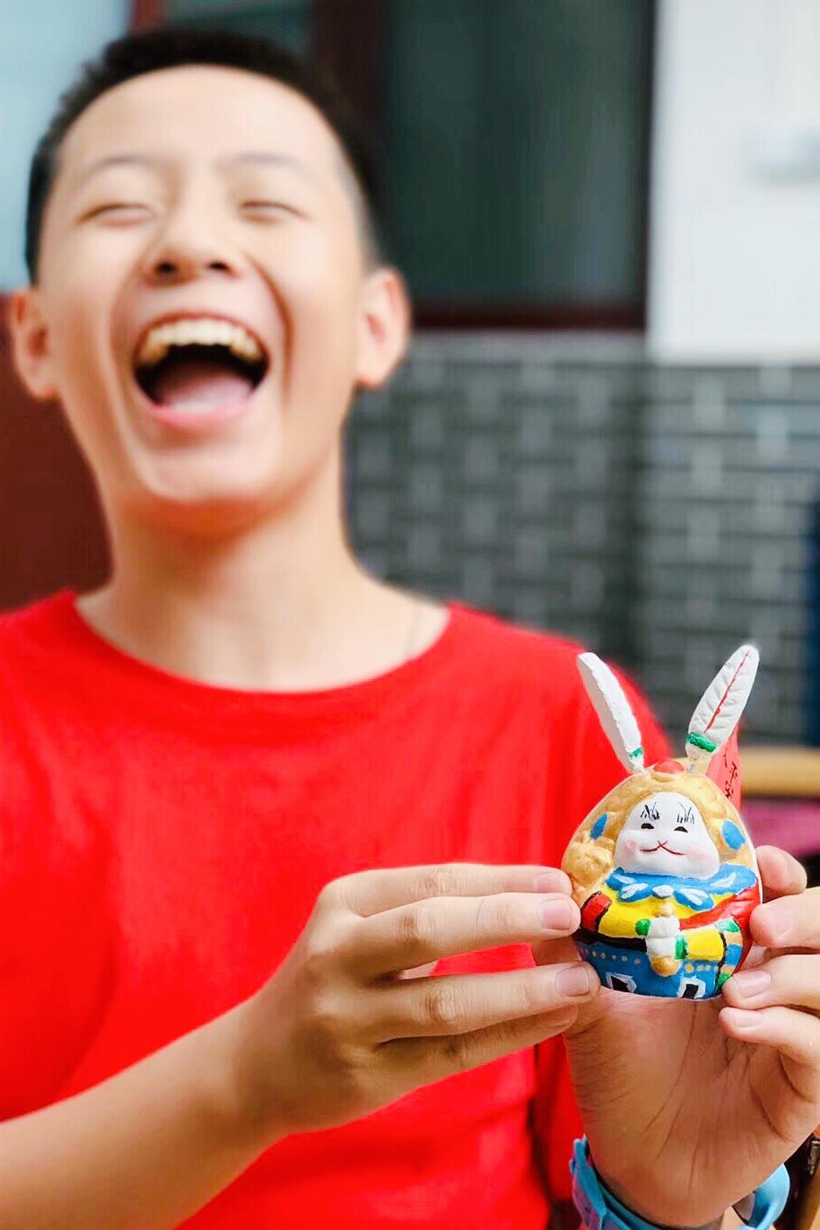 兔儿爷兼具神圣和世俗的品性,她既是神仙,也是玩具。